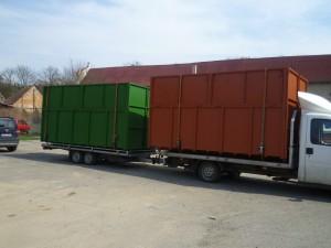 Uzavřené abroll kontejnery při přepravě